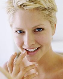白く美しい歯と微笑みは、 永遠の女性の憧れです。
